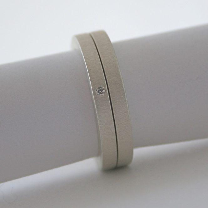 minimalist diamond ring set