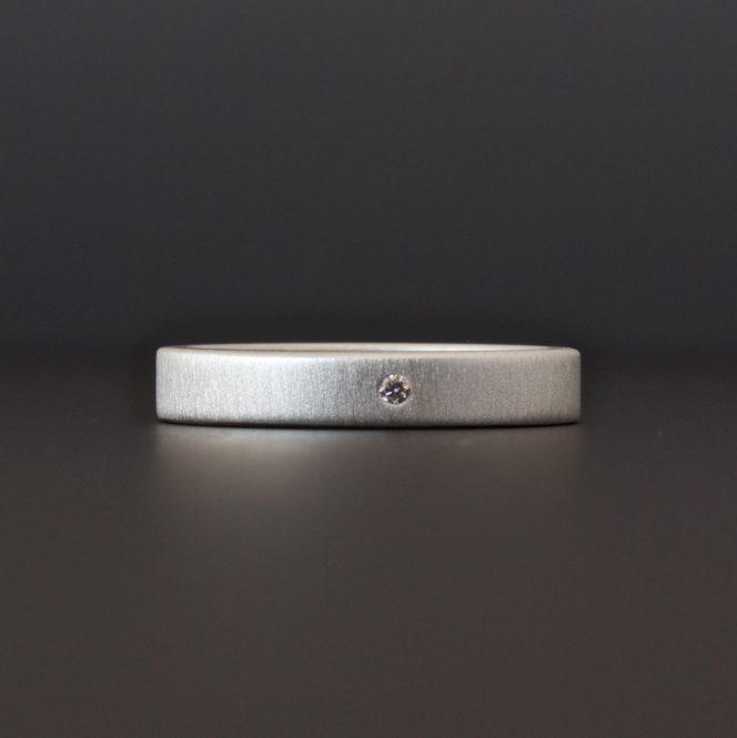 cocoandchia 3 mm ring with diamond
